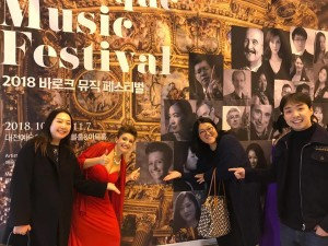Paola e Cho e Jiye e Hyenyo in Korea